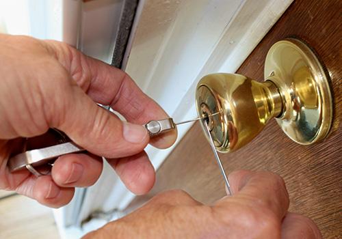 Locksmith Picking a lock for Lock Manipulation Article